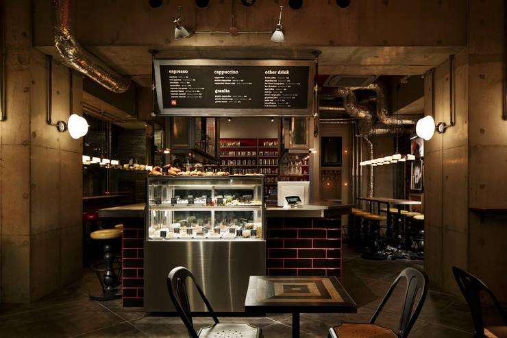 1F INTERIOR/2: BaNANA OFFICE INC.が手掛けたレストランです。