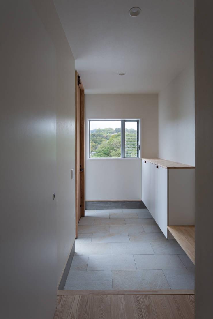 Tei 玄関: キリコ設計事務所が手掛けた窓です。,和風