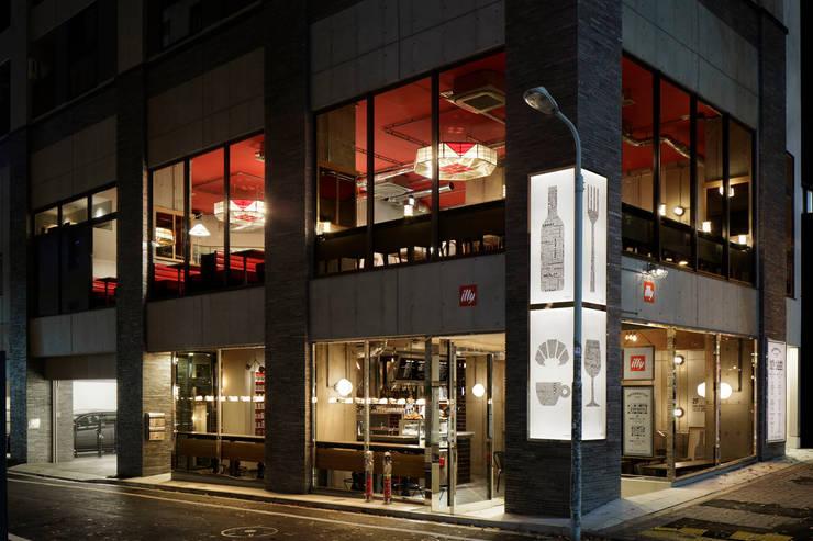 FACADE/1: BaNANA OFFICE INC.が手掛けたレストランです。,インダストリアル