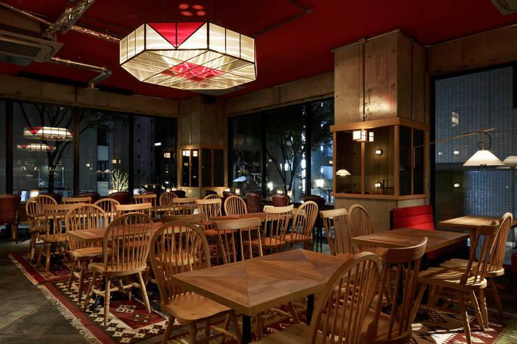 2F INTERIOR/1: BaNANA OFFICE INC.が手掛けたレストランです。