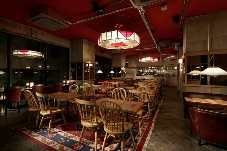 2F INTERIOR/2: BaNANA OFFICE INC.が手掛けたレストランです。
