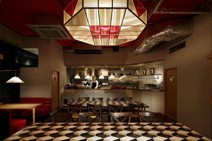 2F INTERIOR/3: BaNANA OFFICE INC.が手掛けたレストランです。