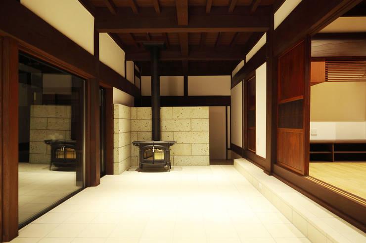 築120年、日本の古民家再生: ㈱カナザワ建築設計事務所/KANAZAWA Architects Design Officeが手掛けた和室です。