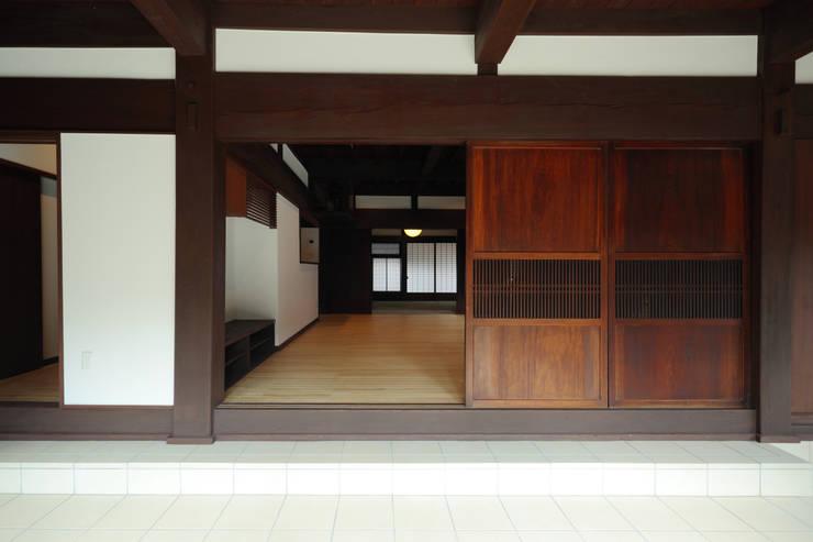 築120年、日本の古民家再生: ㈱カナザワ建築設計事務所/KANAZAWA Architects Design Officeが手掛けた窓です。