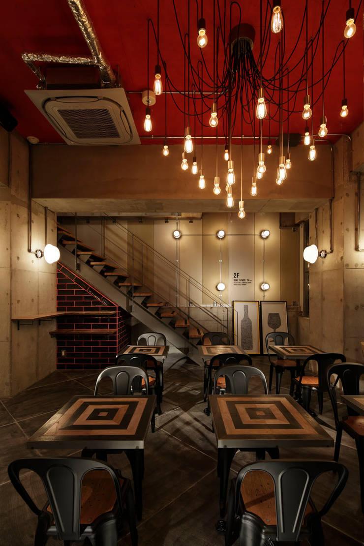 1F INTERIOR/3: BaNANA OFFICE INC.が手掛けたレストランです。