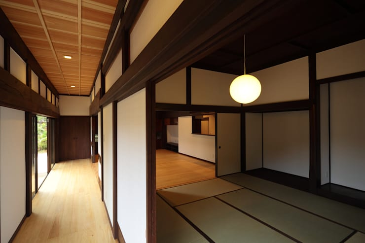 Projekty,  Pokój multimedialny zaprojektowane przez ㈱カナザワ建築設計事務所/KANAZAWA Architects Design Office