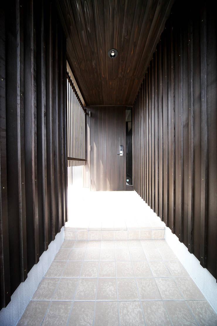 プライベートデッキを囲む家 オリジナルな 家 の ㈱カナザワ建築設計事務所/KANAZAWA Architects Design Office オリジナル