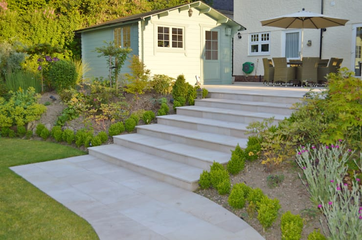 Smooth Natural Sandstone Paving:  Garden by Unique Landscapes,