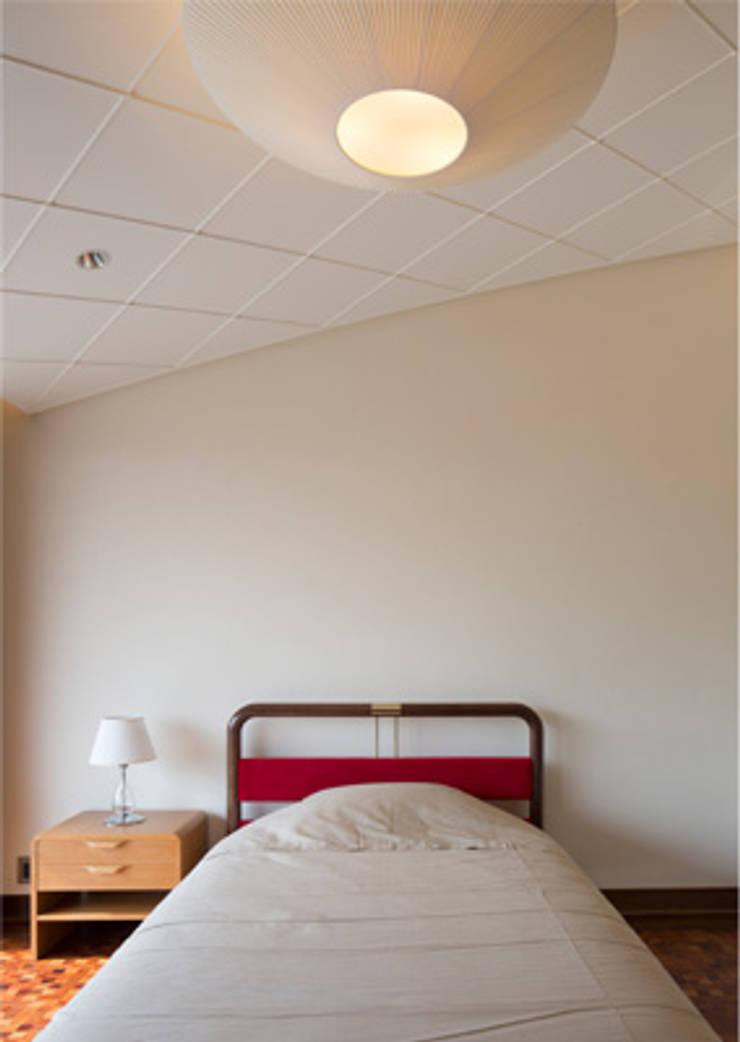 T House HANARE: 石橋清志建築設計事務所が手掛けた寝室です。