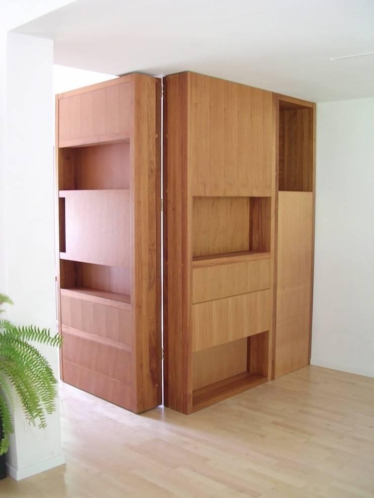 Secret Room Cabinet/ Geheime kamer-kast:  Woonkamer door Blok Meubel