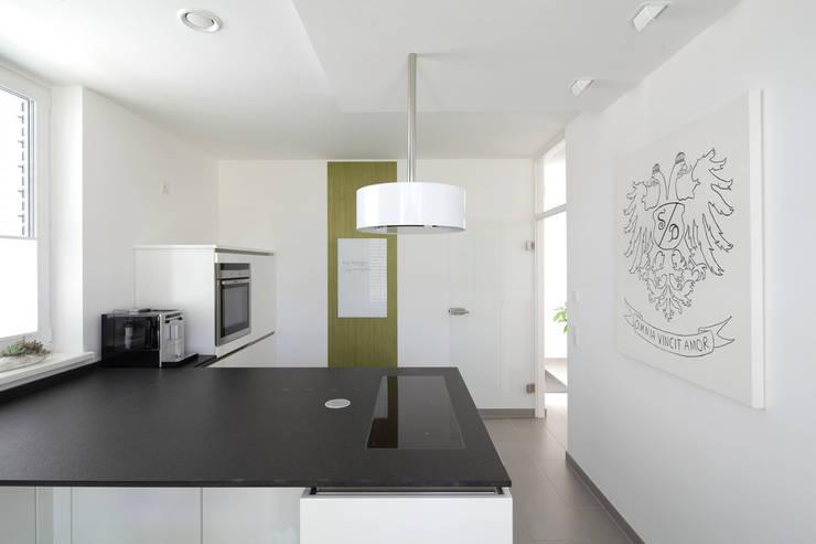 Bild 6: moderne Küche von Massiv mein Haus aus Mauerwerk