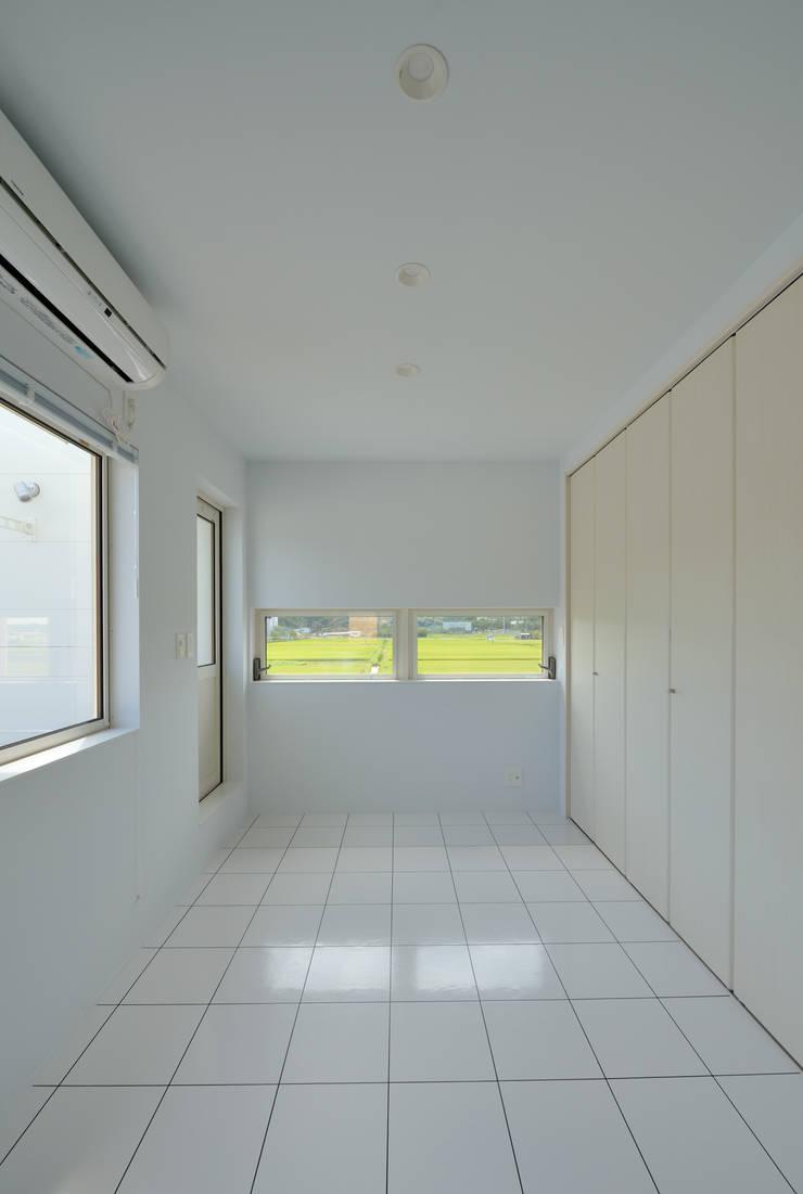 1+n: 加藤一成建築設計事務所が手掛けた寝室です。,