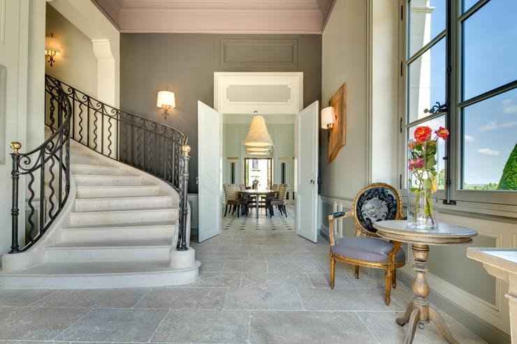 Chateau de Candes-Saint-Martin (37): Couloir et hall d'entrée de style  par Hadrien Brunner Photographe d'architecture