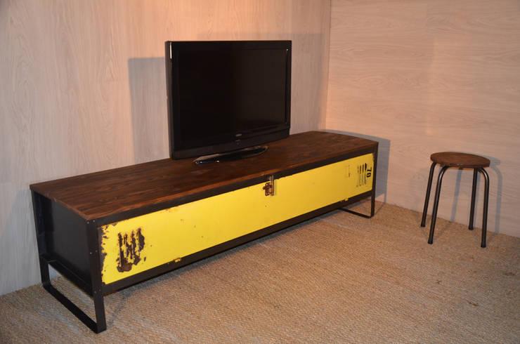 Meuble TV n°70 par Hewel mobilier: Salon de style  par Hewel mobilier