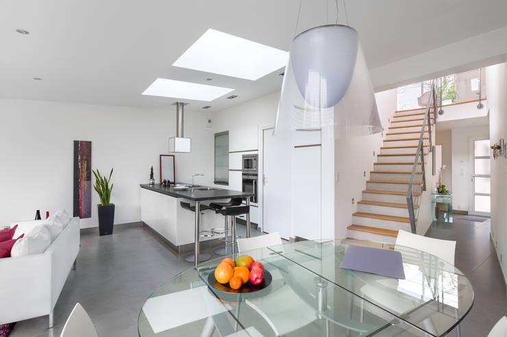 Maison d'architecte - Saint-Nazaire: Salle à manger de style  par Hadrien Brunner Photographe d'architecture