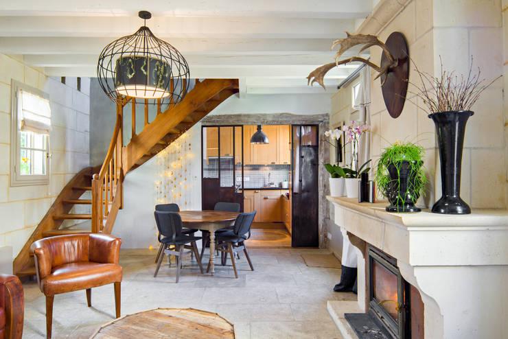 Gite de Charme - Candes Saint-Martin: Salon de style  par Hadrien Brunner Photographe d'architecture