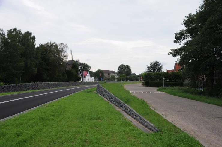 Het begin van de geluidswerende voorziening van de Graafseweg, Wijchen.:   door Buro Topia stads- en landschapsontwerp
