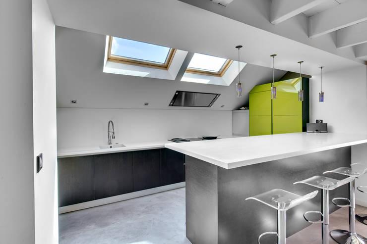 Architectures intérieures & extérieures: Cuisine de style  par Hadrien Brunner Photographe d'architecture