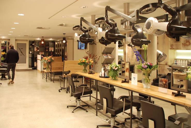 Hair Dresser/ Kapperszaak:  Winkelruimten door Blok Meubel, Industrieel