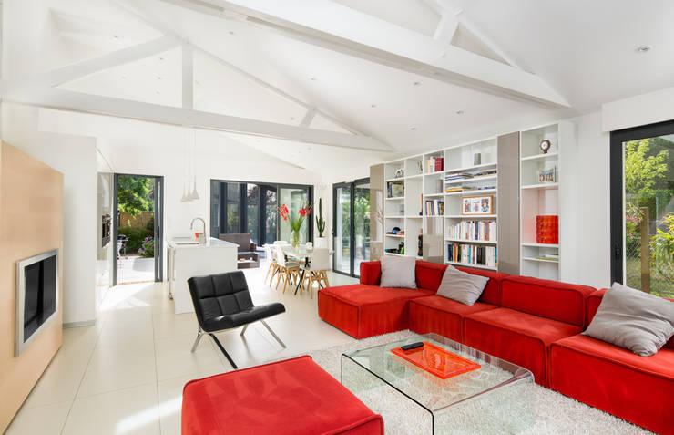 Salon / Maison d'architecte La Baule: Salon de style  par Hadrien Brunner Photographe d'architecture