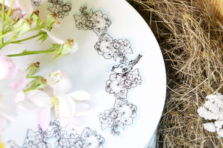 Assiette plate, motif Petit Feuillage, Jardin de Camille: Cuisine de style  par blabla,
