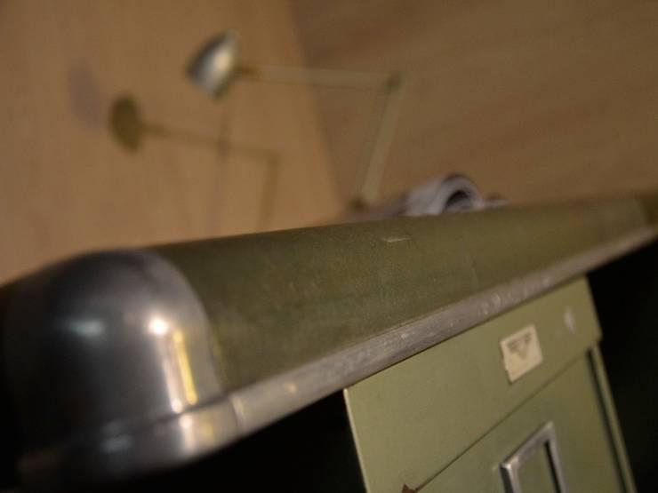 Bureau administratif YAC par Hewel mobilier: Bureau de style  par Hewel mobilier