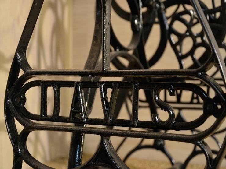 Coiffeuses ou consoles « la couturière », création Hewel mobilier: Chambre de style  par Hewel mobilier