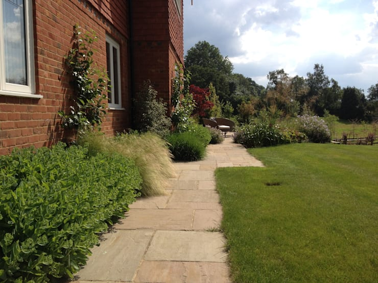 New build country manor house Country style garden by Roeder Landscape Design Ltd Country