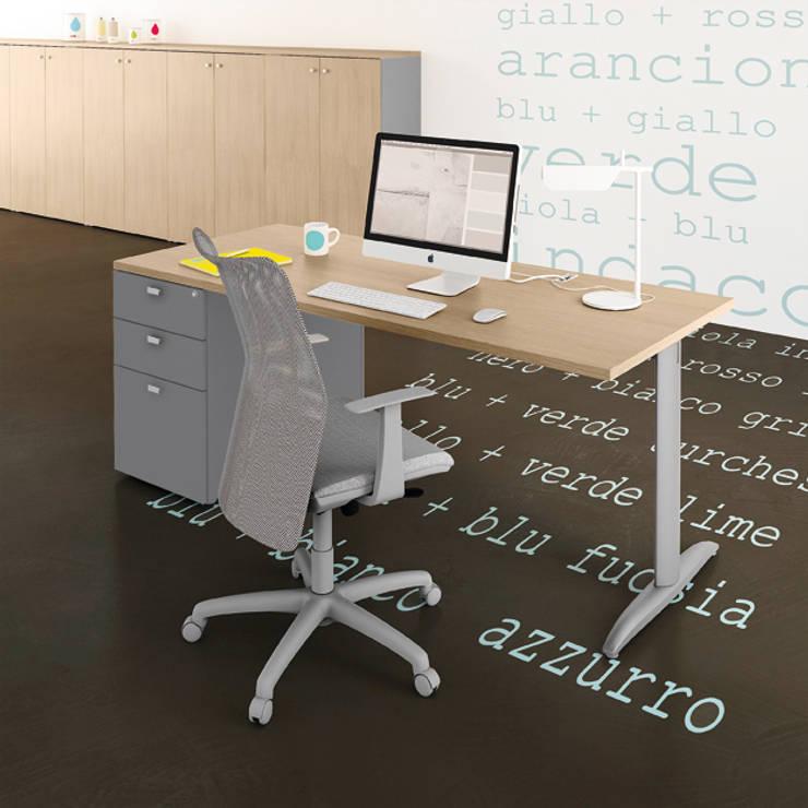 Scrivania operativa KOROS : Studio in stile in stile Minimalista di Line Kit
