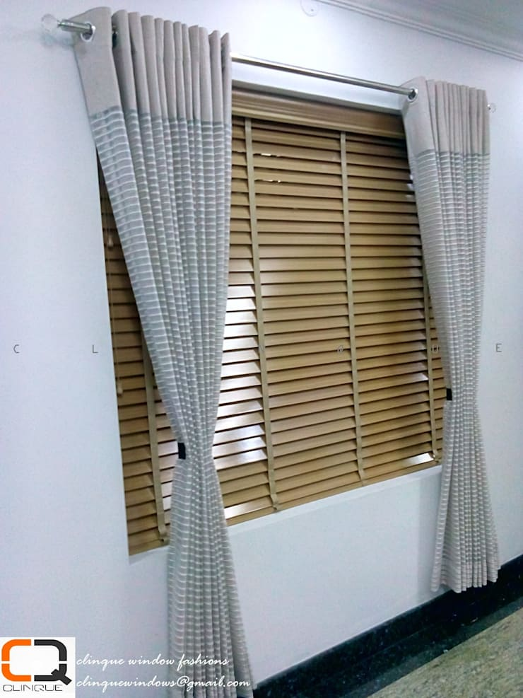 Wooden Blinds With fabric Curtain:  Living room by Clinque window blind systems