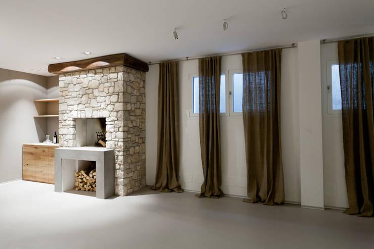TAVERNA: Cantina in stile in stile Moderno di marco.sbalchiero/interior.design