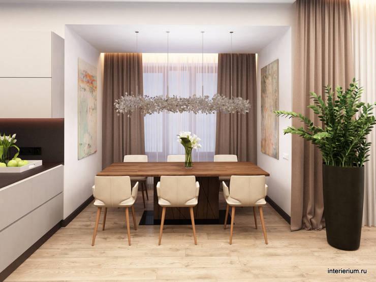 Дом в лесу: Столовые комнаты в . Автор – INTERIERIUM
