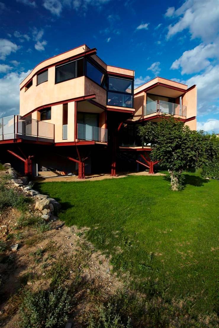 Casa mariposa – vivienda unifamiliar en Besalú: Casas de estilo  de Miàs Architects