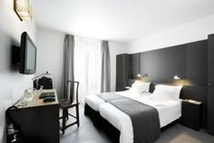Dormitorio: Dormitorios de estilo  de LUZIO
