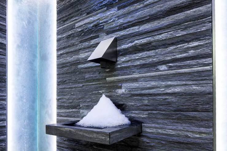 Guesthouse met spa en welness:  Spa door KleurInKleur interieur & architectuur,