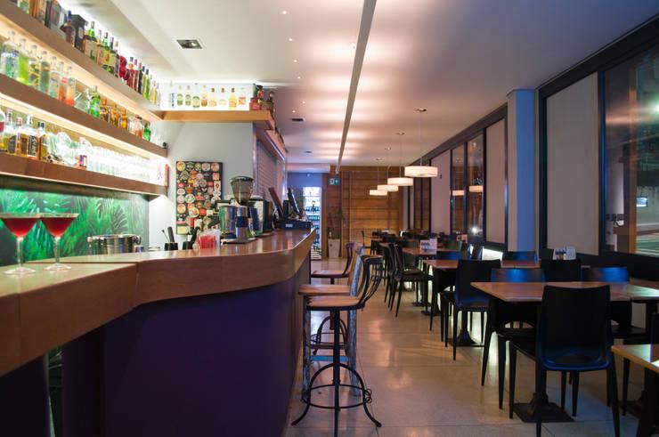 Dgé Bar & Restaurante: Espaços gastronômicos  por MM18 Arquitetura