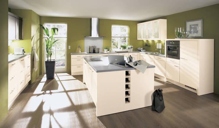 Matt: moderne Küche von Impuls Küchen GmbH