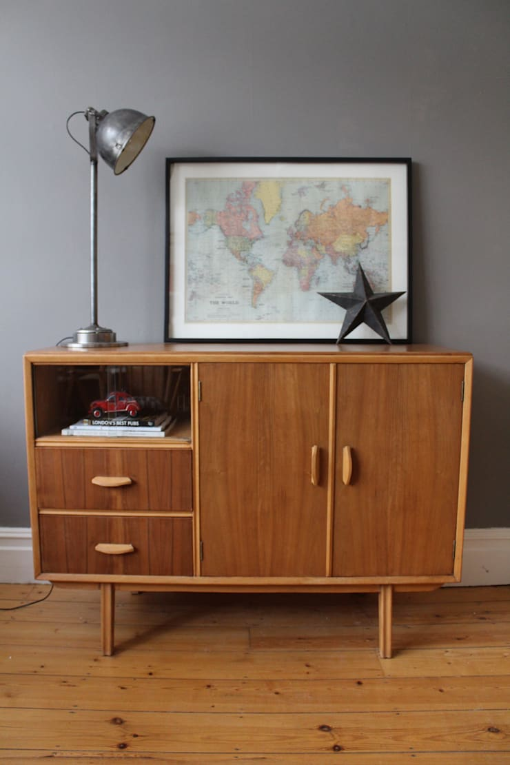 Mid century sideboard:  Living room by Owl and the Elephant