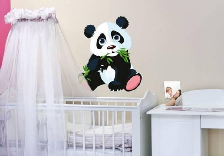 Sticker Mural - Panda grignotant: Chambre d'enfants de style  par wall-art.fr