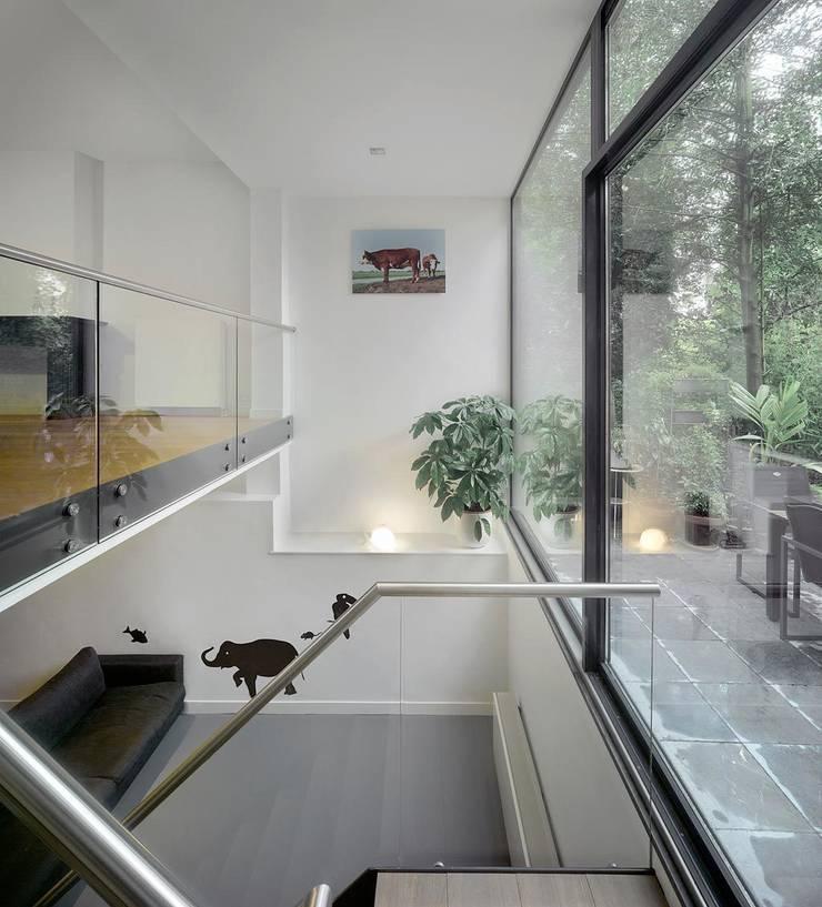 Sarphatipark te Amsterdam:  Kinderkamer door Architectenbureau Vroom