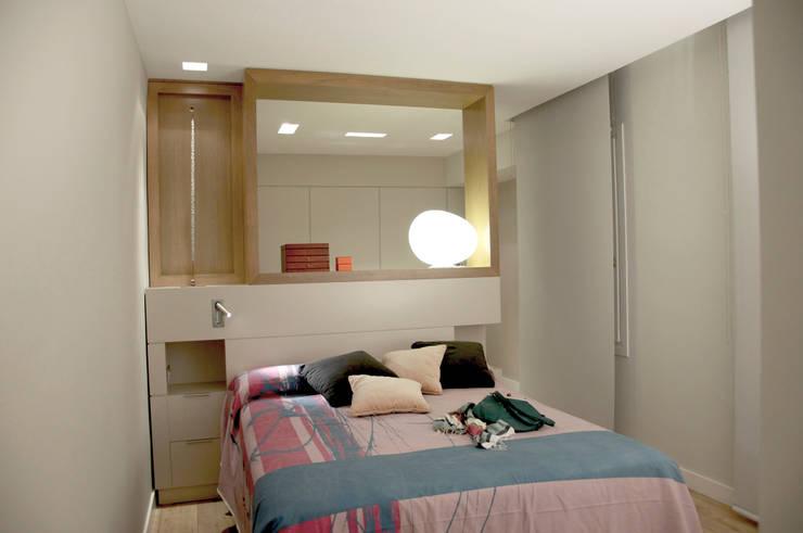 Dormitorio y vestidor: Dormitorios de estilo moderno de 5lab