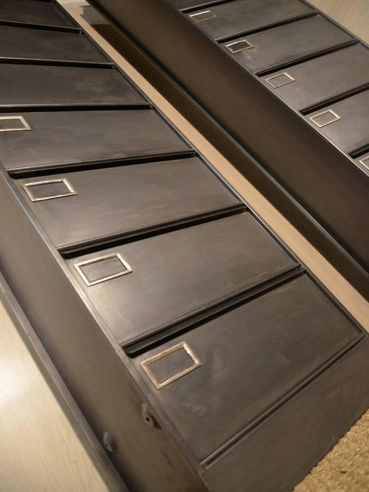 Colonnes 10 clapets SANSEN, restauration Hewel mobilier: Bureau de style  par Hewel mobilier