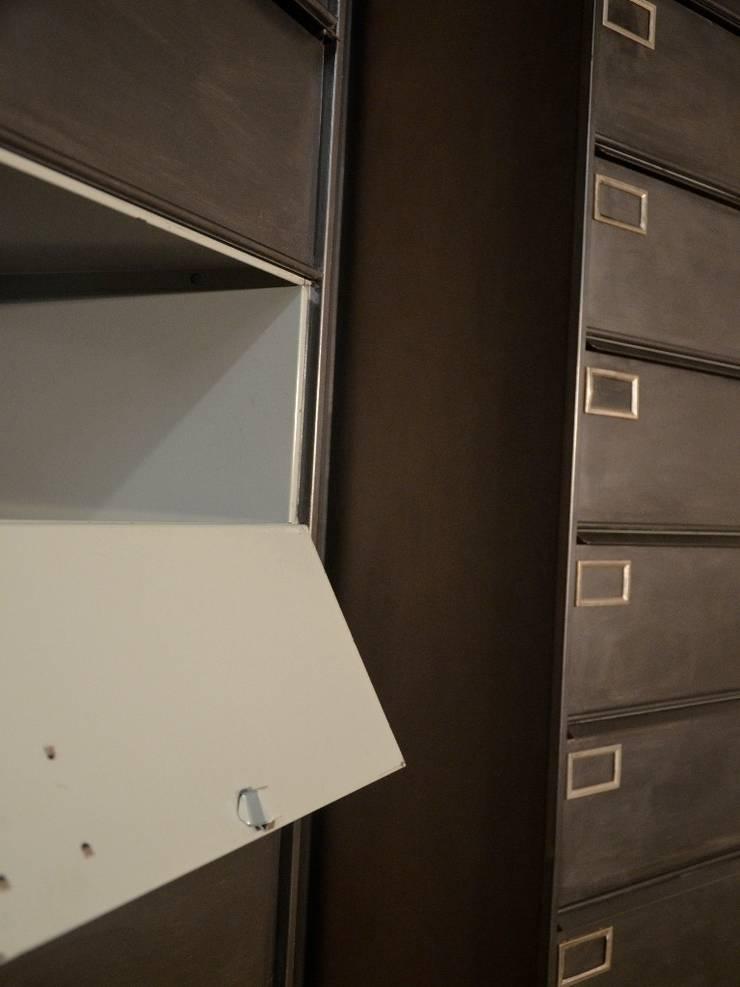 Colonnes 10 clapets SANSEN, restauration Hewel mobilier: Chambre de style  par Hewel mobilier