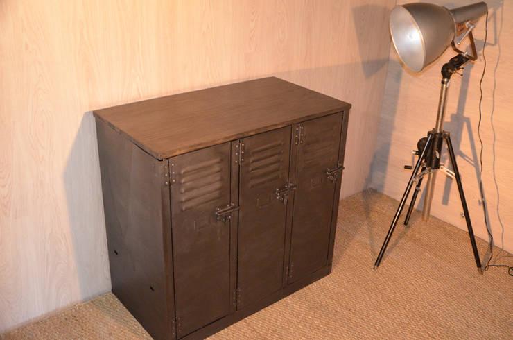 Buffet industriel (petit modèle), création Hewel mobilier: Salon de style  par Hewel mobilier
