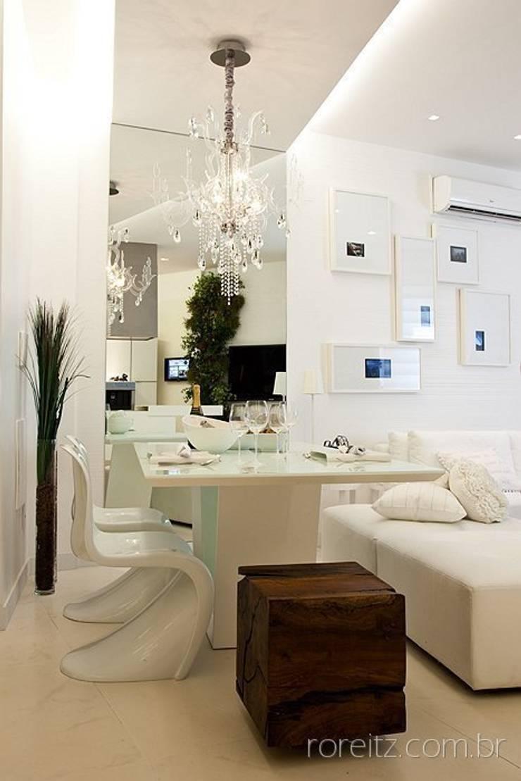 Sala de jantar do Loft do Futuro: Salas de jantar minimalistas por Espaço do Traço arquitetura