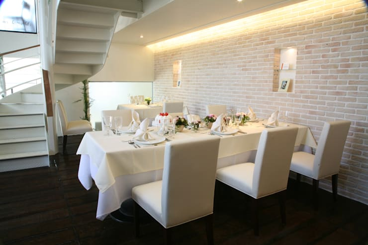 Restaurant&wedding sunmario: INTERFACEが手掛けた商業空間です。