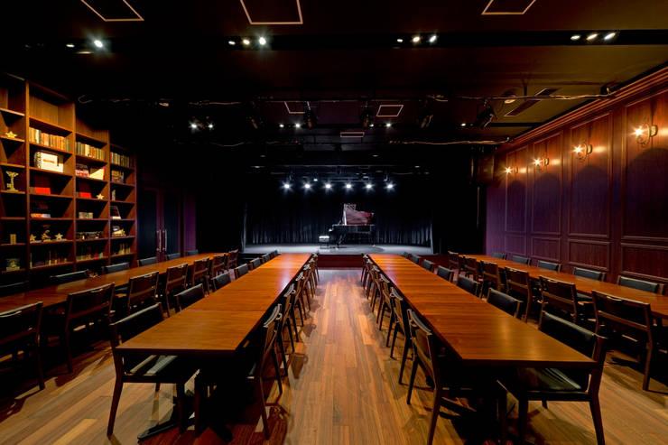 ピアノホール: 能正建築事務所が手掛けた会議・展示施設です。