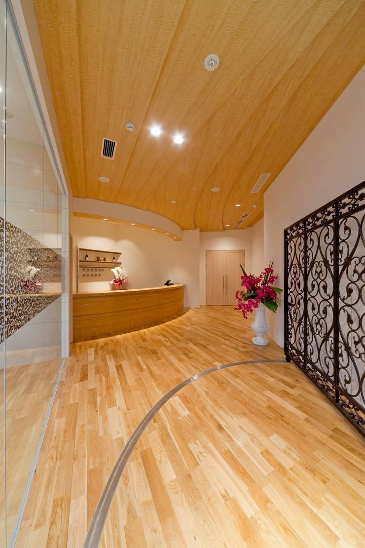 ピアノホール: 能正建築事務所が手掛けたオフィススペース&店です。