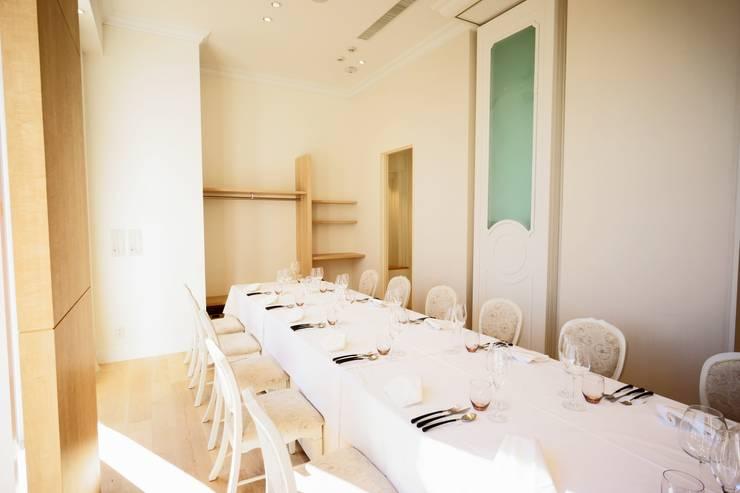 ピアノホール: 能正建築事務所が手掛けたレストランです。