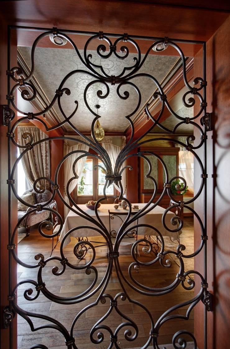 дом на берегу: Столовая комната в . Автор – Хандсвел